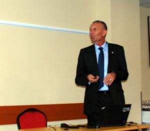 Józan Gáspár a Bayer illetékes területi képviselője többek között a Zantara új gombaölő készítményről tájékoztatta a jelenlevő gazdákat